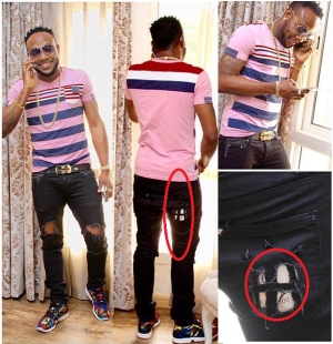 Kcee Steps Out In Torn Jeans, Flaunts Cash [See Photo]